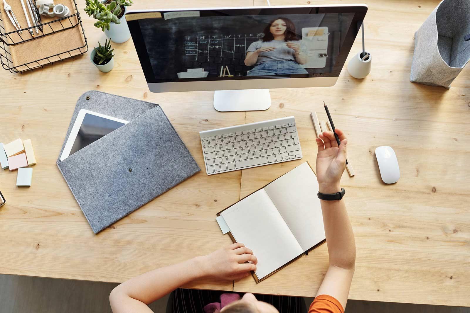 I corsi estivi online proposti da FormadHoc: ragazzi e adulti.